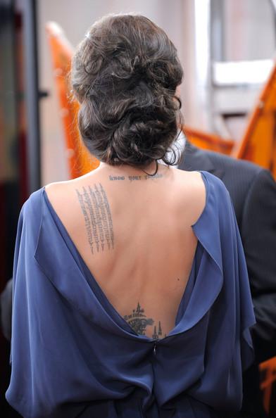 画像:http://www.stylebistro.com/lookbook/Angelina+Jolie/iqhMMpYDHbp/Tattoos