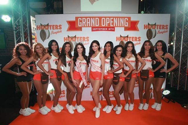 写真:Bangkok Hooters