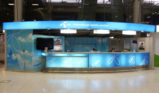 バンコク・スワンナプーム空港内の携帯ショップ