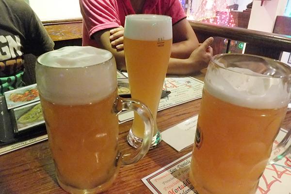 0.5リットルと1リットルのビール
