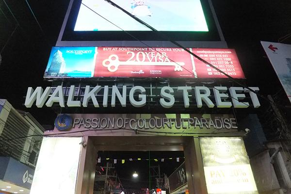 ウォーキングストリートはものすごい歓楽街だと思う。