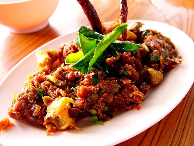 これは牛肉のラープ。もち米と一緒に食べたら美味しいだろうな~ 画像:http://p.twipple.jp/tRyIE