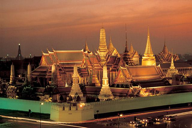 ワットプラケオあたりのトゥクトゥクは注意が必要。 画像:タイ国政府観光庁