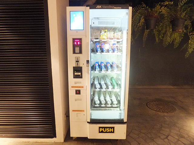 タイにあった自動販売機。今回の報告された水自動販売機はこのタイプじゃないと思う。