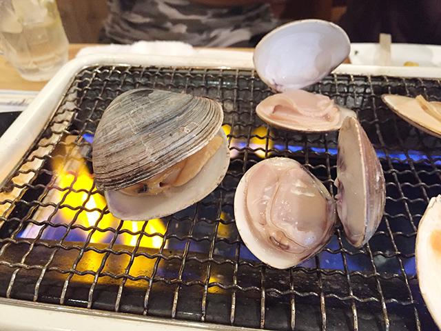 その場で焼いて食べる貝はうまい!